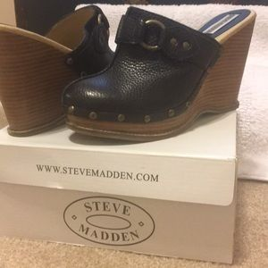 Shoes - Steve Madden Wedge clogs 8 1/2 $10